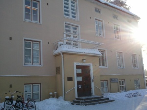 Erinnert nur mich dieses Gebäude an eine Polyklinik?